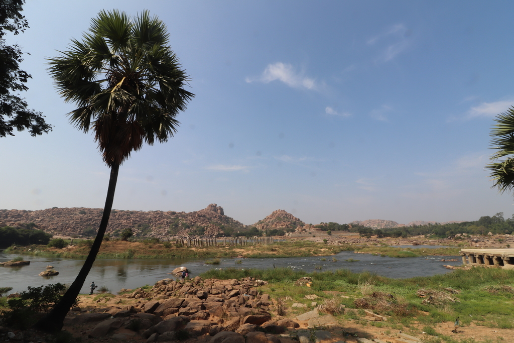 The city sits on the ban... Ruins of Hampi. MemExp Blog