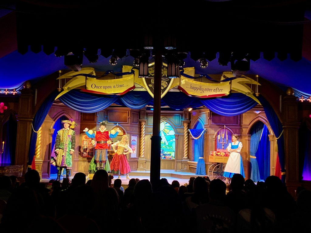 Treated with Live Theatr... Magical Land of Disney. MemExp Blog