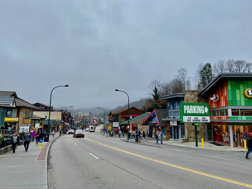 Downtown Gatlinburg: a r... Great Smoky Mountains. MemExp Blog